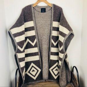 Zara Medium Wool Blend Poncho blanket jacket med